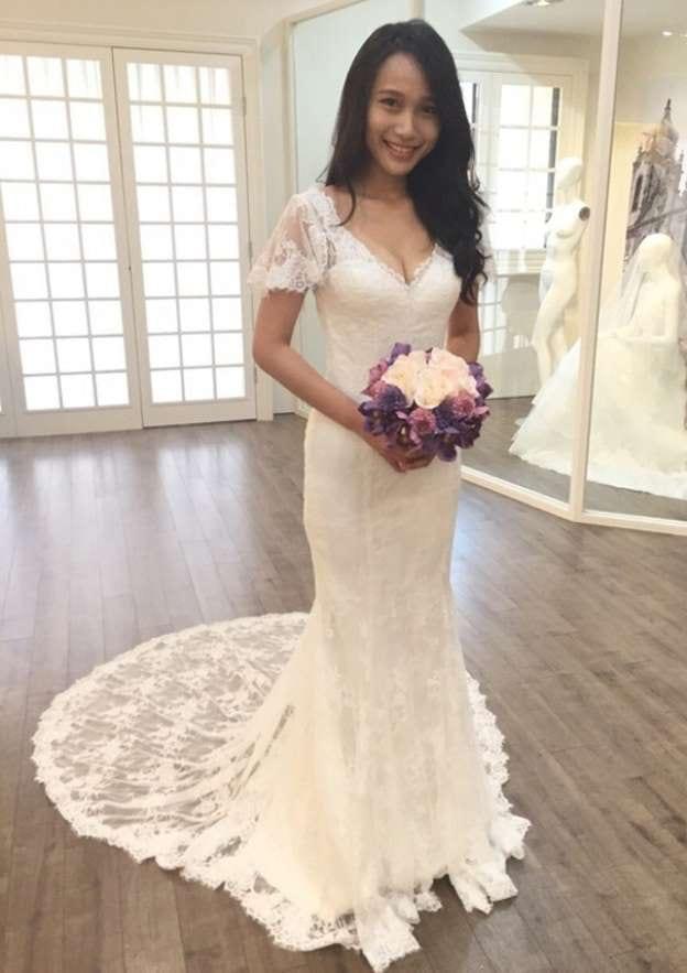Sheath/Column V Neck Short Sleeve Court Train Lace Wedding Dress