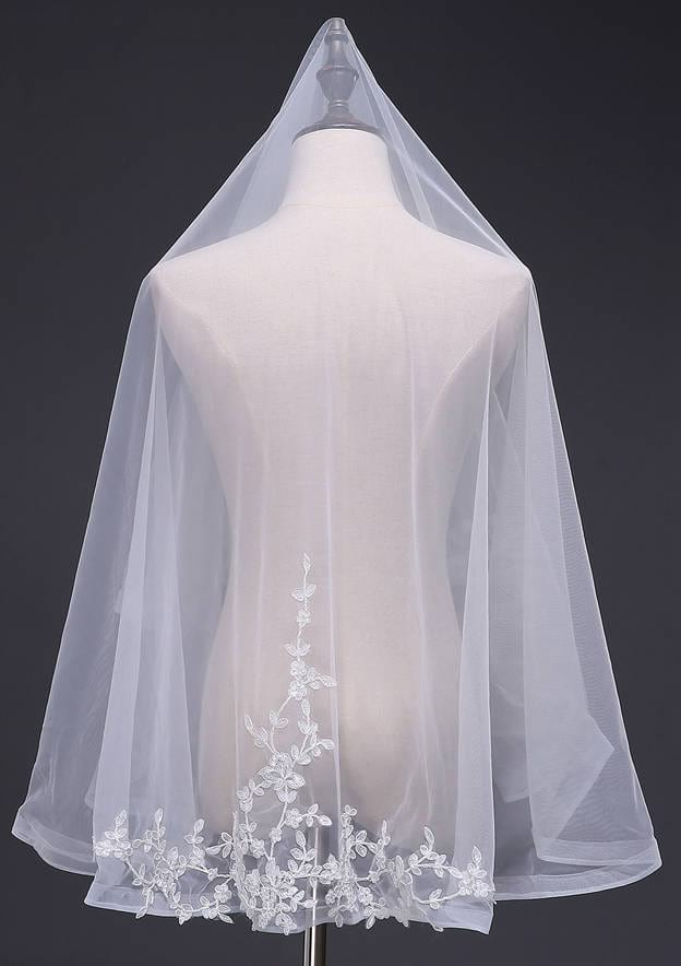 One-tier Tulle Fingertip Bridal Veils With Applique