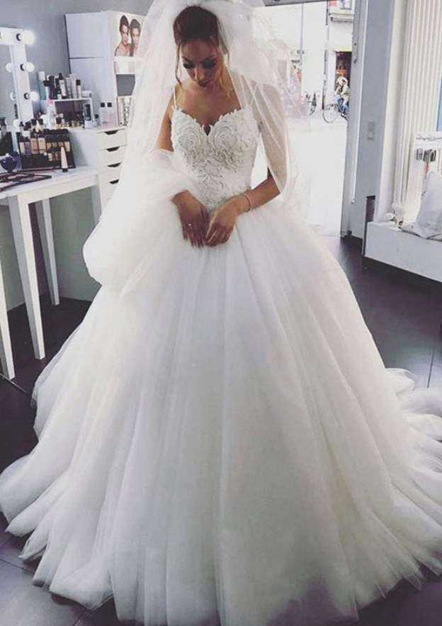 Ball Gown Sweetheart Sleeveless Chapel Train Tulle Wedding Dress With Appliqued Lace