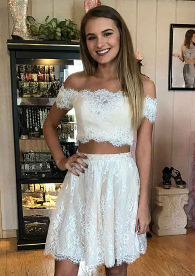 A-Line/Princess Off-The-Shoulder Sleeveless Short/Mini Lace Homecoming Dress With Appliqued