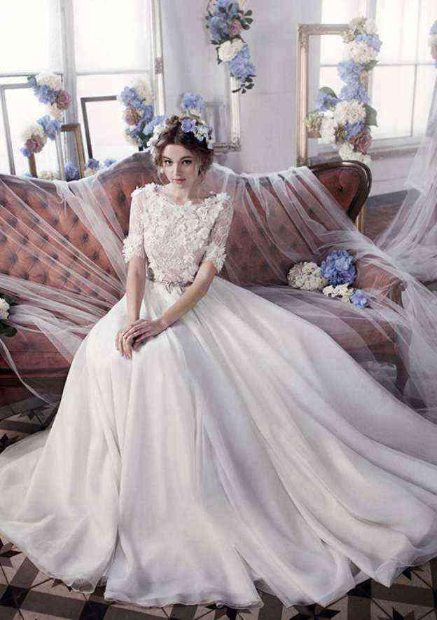 A-Line/Princess Bateau Short Sleeve Court Train Chiffon Wedding Dress With Appliqued Lace Sashes