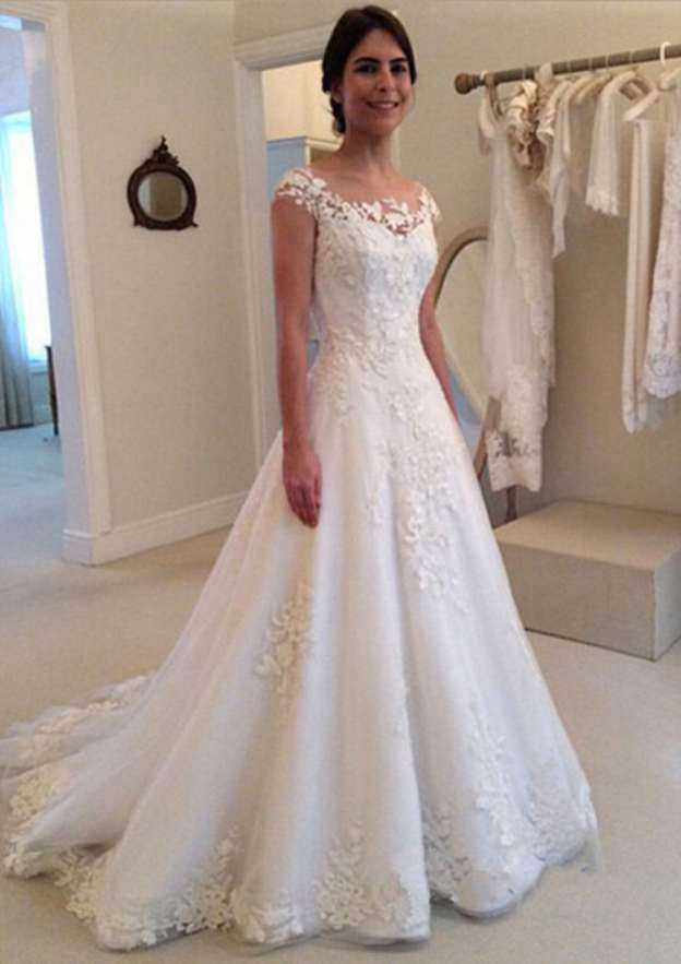 Ball Gown Bateau Sleeveless Court Train Tulle Wedding Dress With Appliqued