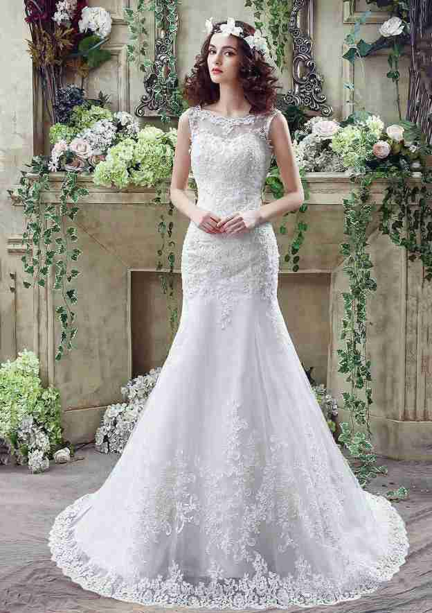Sheath/Column Bateau Sleeveless Court Train Lace Wedding Dress With Appliqued Beading