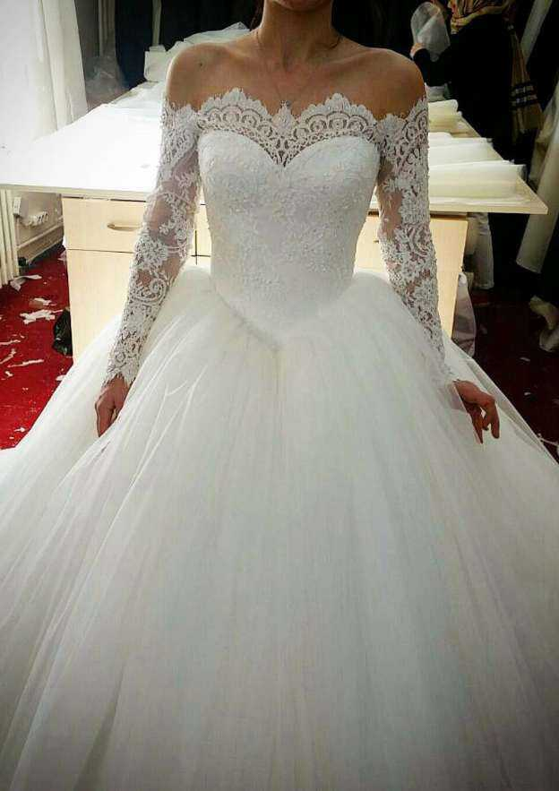 Ball Gown Off-The-Shoulder Full/Long Sleeve Sweep Train Tulle Wedding Dress With Appliqued Beading Lace