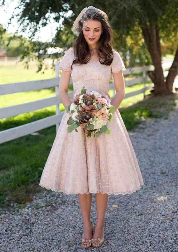 Ball Gown Scoop Neck Short Sleeve Tea-Length Lace Bridesmaid Dress