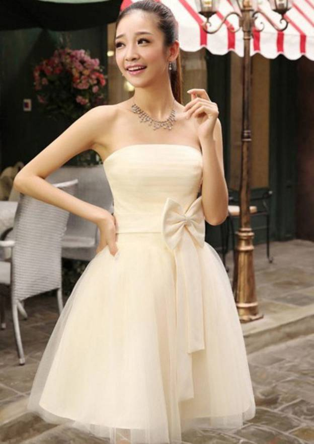 A-Line/Princess Strapless Sleeveless Short/Mini Tulle Bridesmaid Dress With Bowknot Sashes