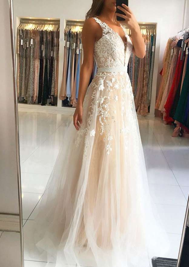 A-Line/Princess Scalloped Neck Sleeveless Sweep Train Tulle Prom Dress With Beading Appliqued