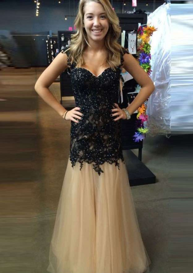 A-Line/Princess Sweetheart Sleeveless Long/Floor-Length Tulle Prom Dress With Appliqued