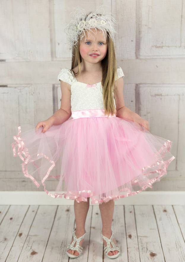 A-Line/Princess Sweetheart Sleeveless Knee-Length Tulle Flower Girl Dress With Bowknot Lace