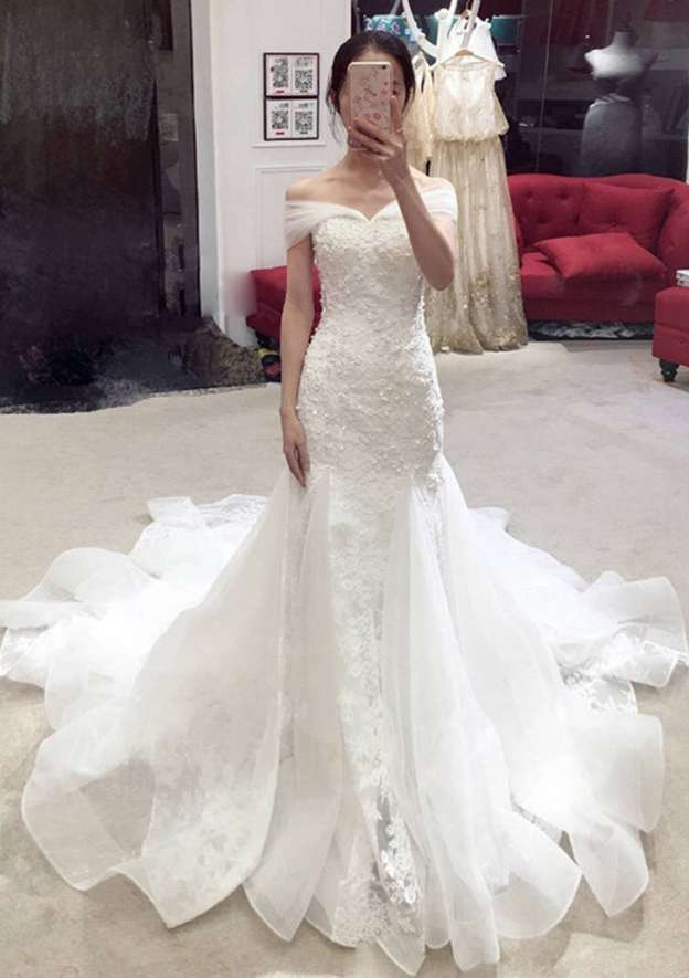 Sheath/Column Off-The-Shoulder Sleeveless Chapel Train Tulle Wedding Dress With Lace Appliqued