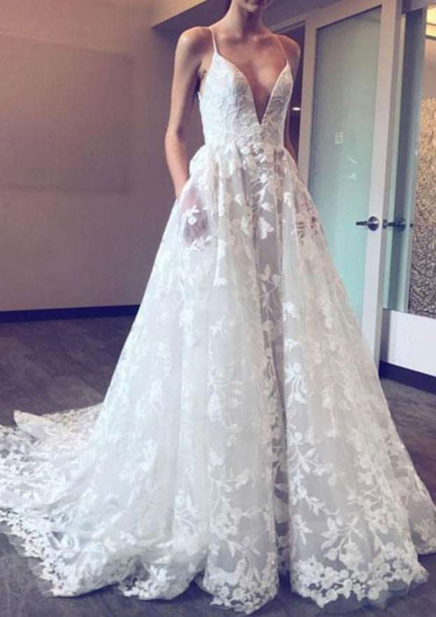 A-Line/Princess V Neck Sleeveless Chapel Train Lace Wedding Dress With Appliqued