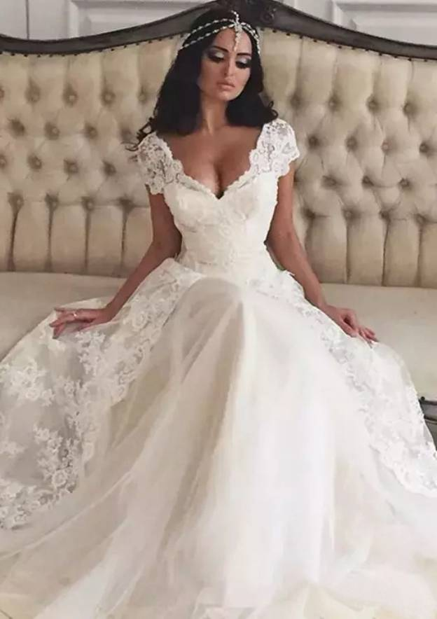 A-Line/Princess Scalloped Neck Short Sleeve Court Train Tulle Wedding Dress With Lace Appliqued