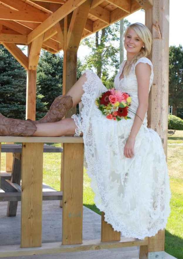 A-Line/Princess V Neck Sleeveless Asymmetrical Lace Wedding Dress With Appliqued