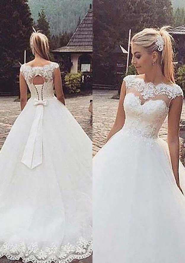 Ball Gown Scalloped Neck Sleeveless Sweep Train Tulle Wedding Dress With Appliqued Lace