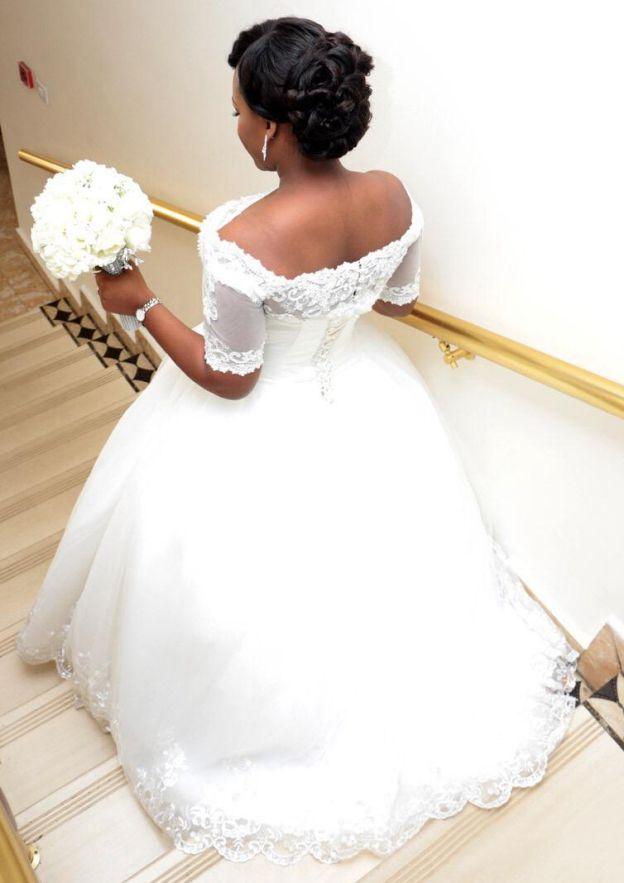 Ball Gown Off-The-Shoulder Short Sleeve Long/Floor-Length Tulle Wedding Dress With Hem Appliqued