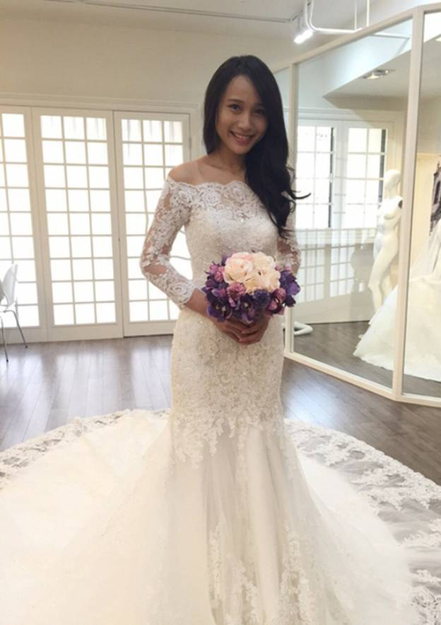 Trumpet/Mermaid Off-The-Shoulder 3/4 Sleeve Chapel Train Lace Wedding Dress With Appliqued Beading