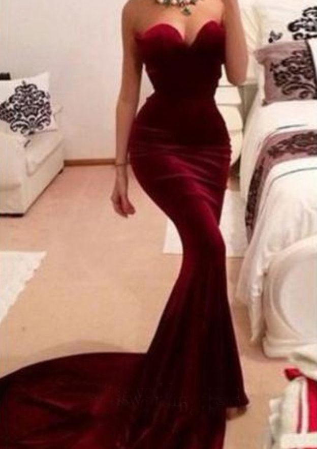 Sheath/Column Sweetheart Sleeveless Court Train Velvet Evening Dress