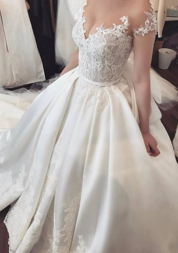 Ball Gown Sleeveless Court Train Satin Wedding Dress With Appliqued Bowknot Yarn