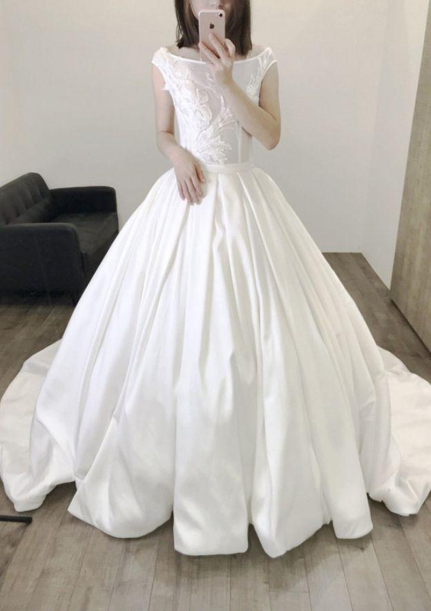 Ball Gown Spring Fall/Autumn Bateau Sleeveless Chapel Train Satin Wedding Dress With Appliqued