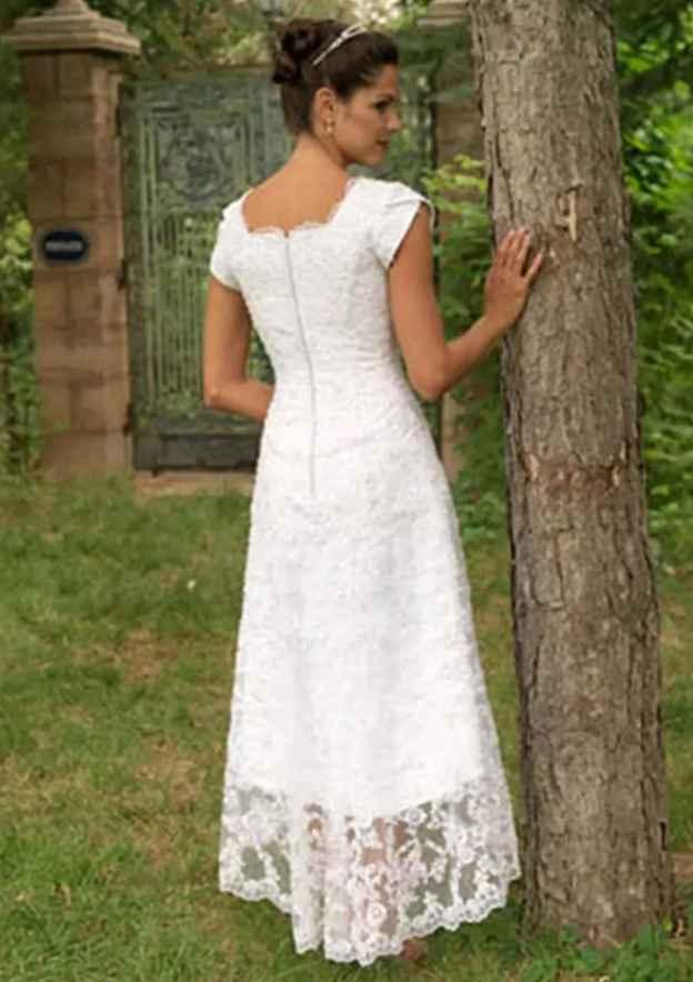 A-Line/Princess Scalloped Neck Sleeveless Asymmetrical Lace Wedding Dress