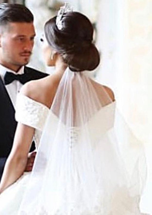 Ball Gown Off-The-Shoulder Sleeveless Chapel Train Lace Wedding Dress