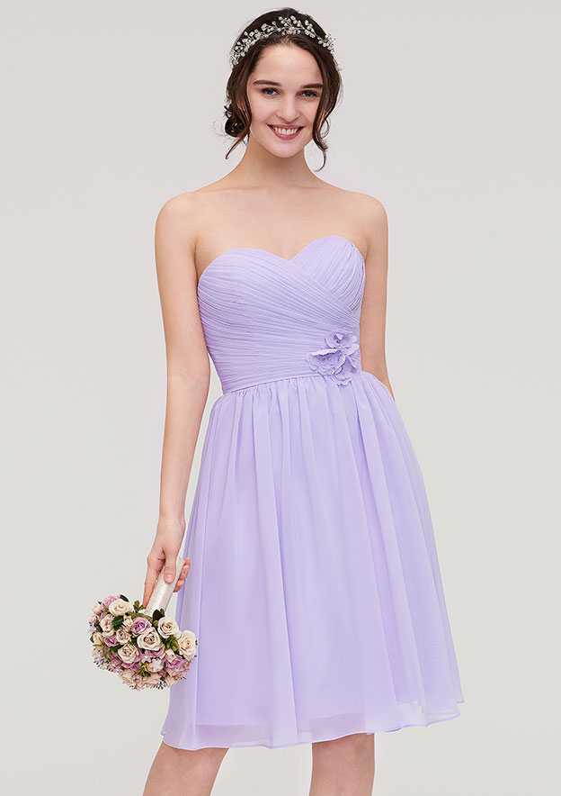 A-Line/Princess Sweetheart Sleeveless Knee-Length Chiffon Bridesmaid Dress With Pleated Flowers