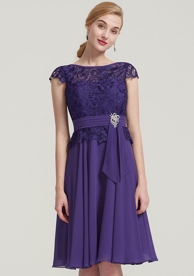 A-Line/Princess Bateau Sleeveless Knee-Length Chiffon Mother Of The Bride Dress With Pleated Beading Lace