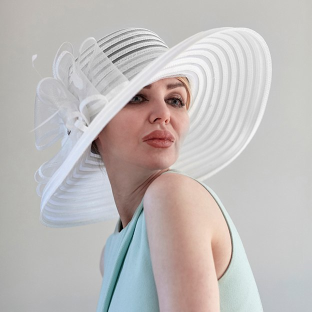 Ladies' Elegant/Beautiful Papyrus Cambric Beach/Sun Hats/Kentucky Derby Hats With Flower Beading
