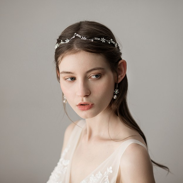 Ladies Beautiful/Elegant Alloy With Beads Rhinestone Headbands (Sold in single piece)