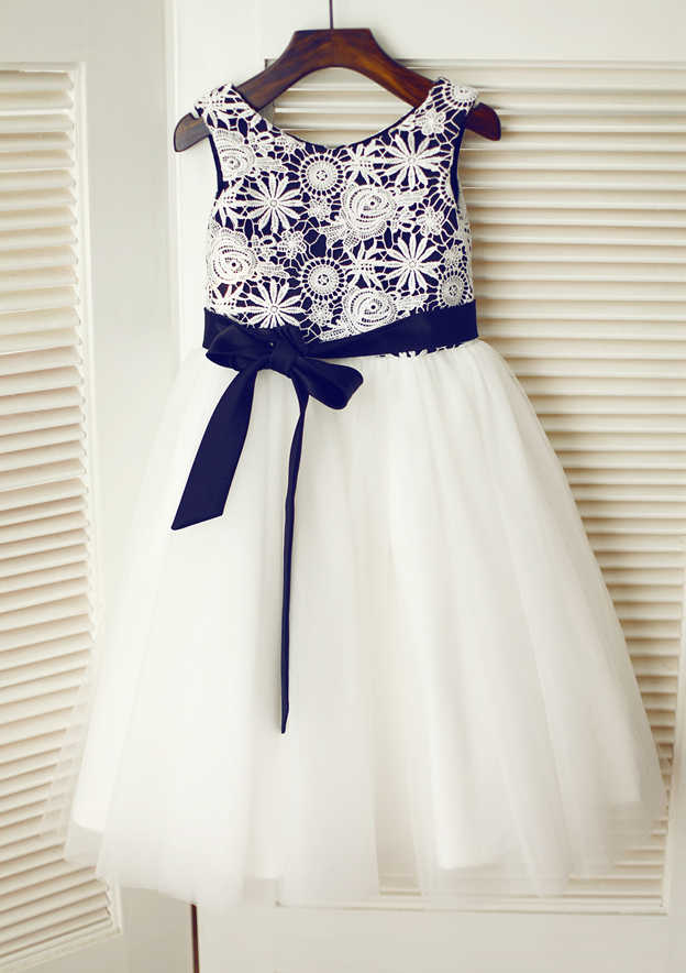 A-line/Princess Knee-Length Scoop Neck Lace/Tulle Flower Girl Dress With Appliqued