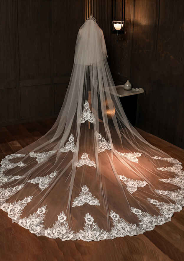 Two-tier Lace Applique Edge Cathedral Bridal Veils With Applique Lace